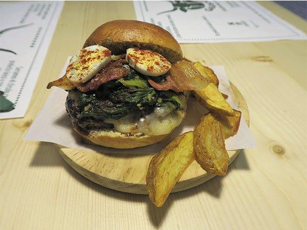 """Gastroactivity """"Non é unha hamburguesa é uhna galeguesa e vén de Galicia"""""""